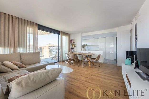 SALON ALICANTE - Discover this flat next to the beach in Alicante, ideal for those looking for a modern and comfortable space