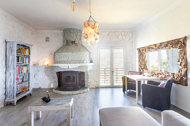 SALON VALENCIA - Discover this incredible luxury villa in Valencia, with architecture inspired by Gaudí and 100% ecological