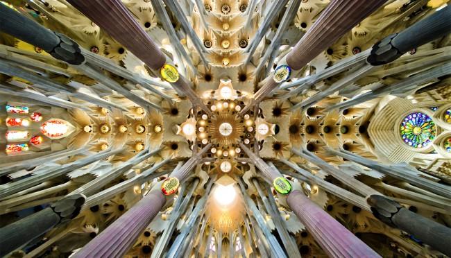 Sagrada Familia 3 e1446022081144 - Sagrada Familia, in Barcelona, to Become Tallest Church in Europe by 2026