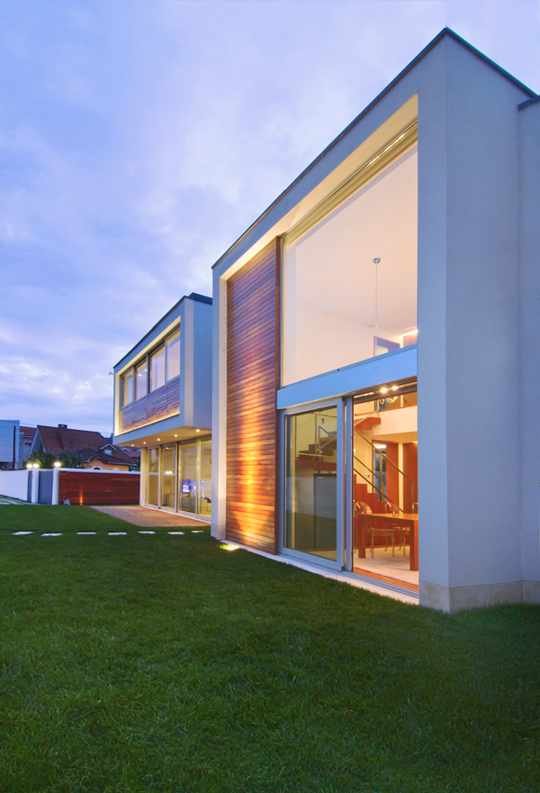 Side View Spanish House - Modern design in a private house in Northern Spain