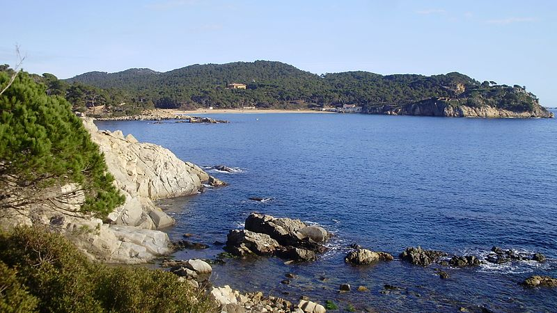 Vista platja de Castell Camí de ronda Palamós a les Cales Cala Estreta Costa Brava   panoramio 1 - Charming villages of the Costa Brava