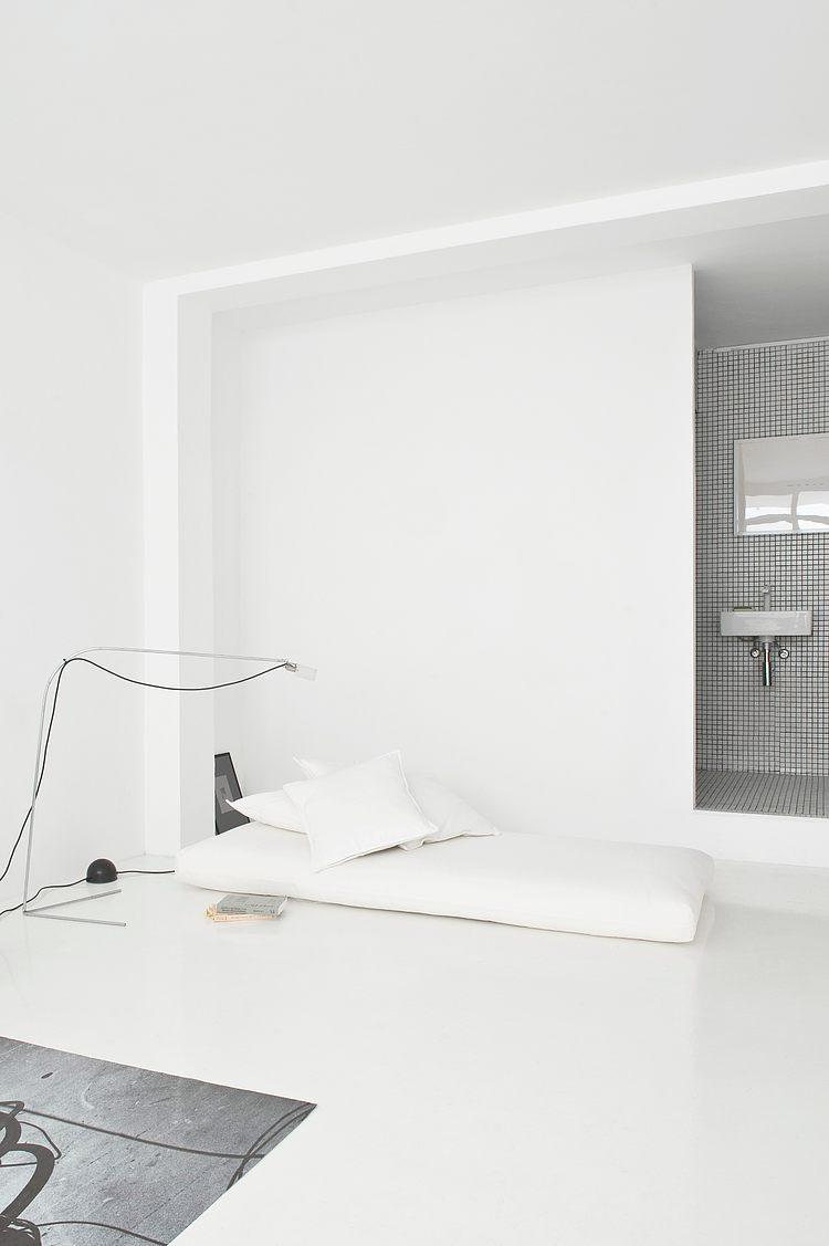 White apartment Barcelona10