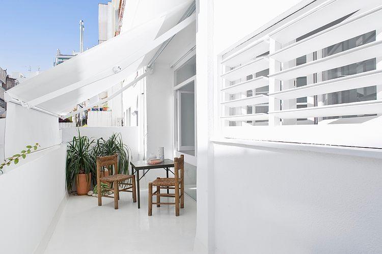 White apartment Barcelona12