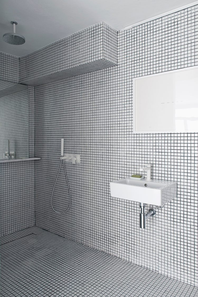 White apartment Barcelona13