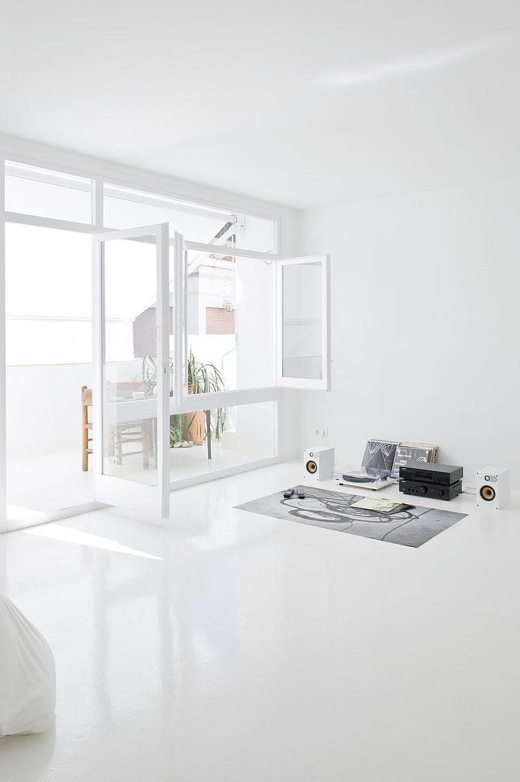 White apartment Barcelona5