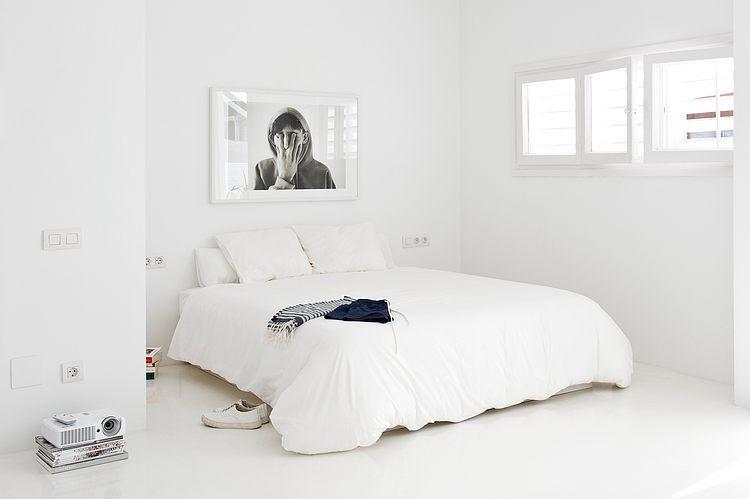 White apartment Barcelona6