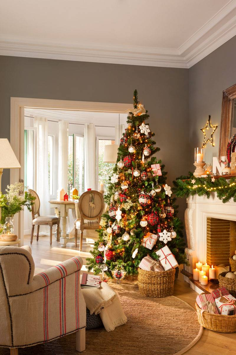 arbol de navidad en salon gris 418551 02199ed3 800x1200 - Get inspired with these Christmas trees and decorate your perfect tree