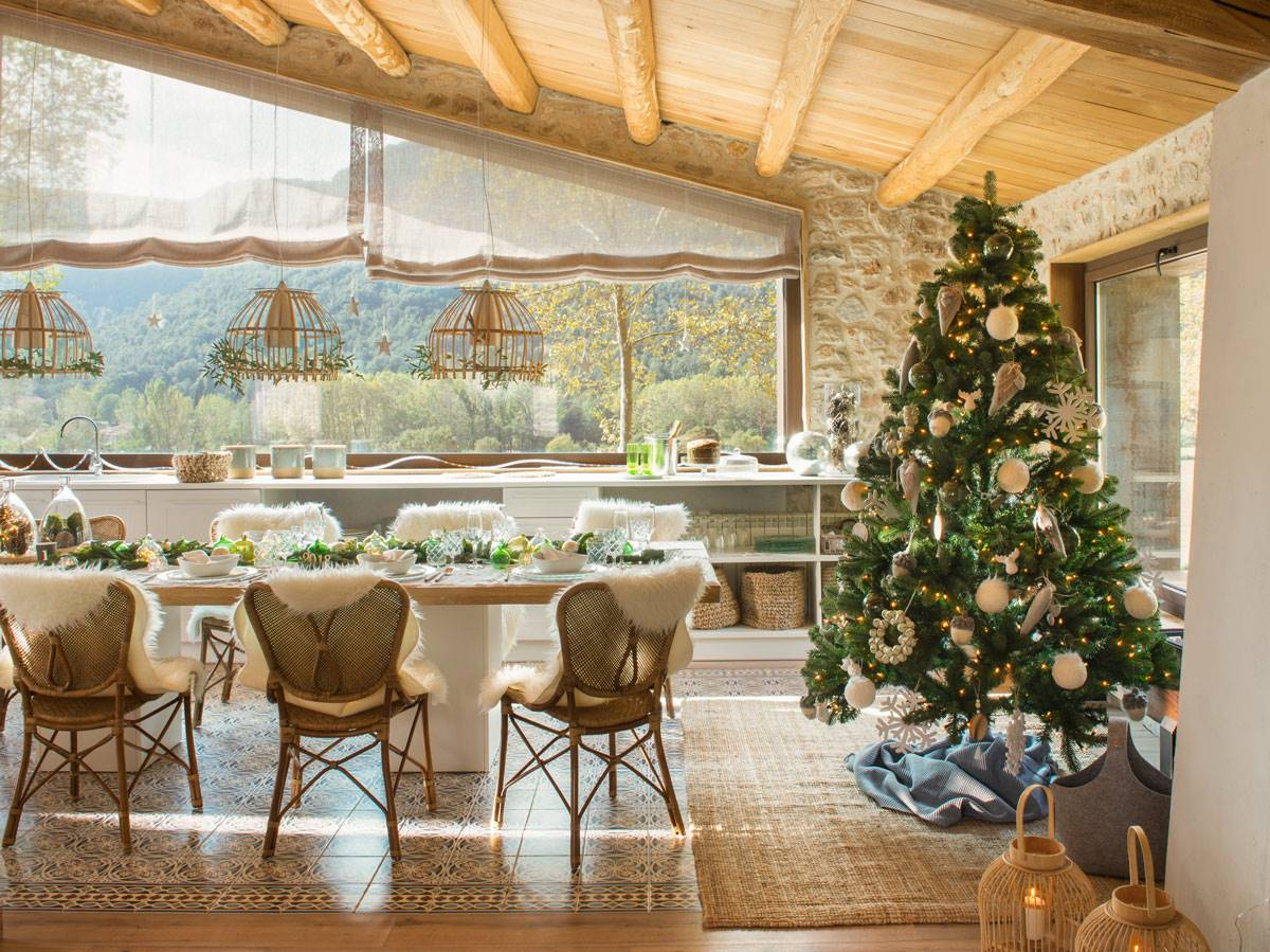 arbol de navidad presidiendo mesa comedor decorada para fiestas 471065 o d79e0d46 1200x899 - Get inspired with these Christmas trees and decorate your perfect tree