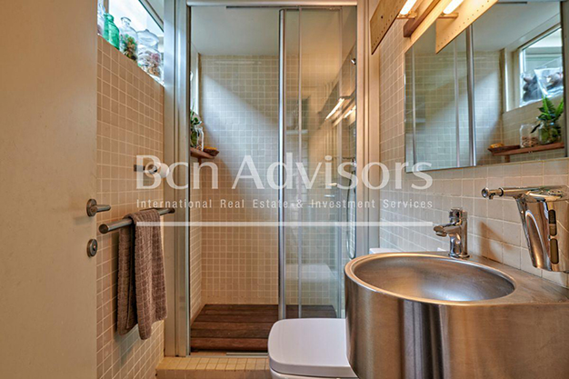 bano 2 barcelona - This spacious flat with a swimming pool in Barcelona is ideal for relaxing and enjoying the city