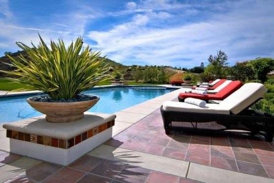 bieber10 - Justin Bieber Buys Home in Los Angeles