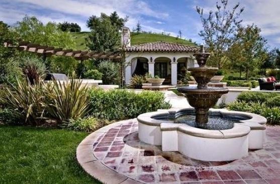 bieber11 - Justin Bieber Buys Home in Los Angeles