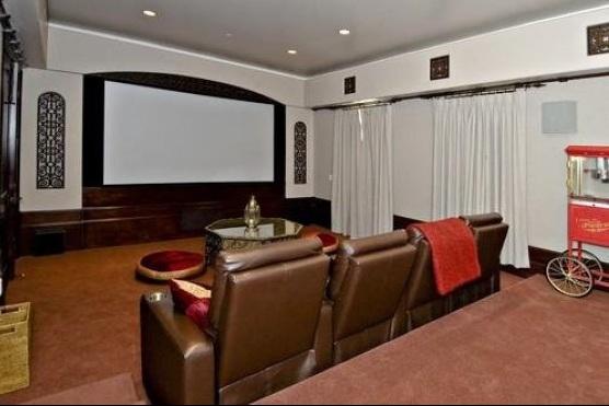 bieber16 - Justin Bieber Buys Home in Los Angeles