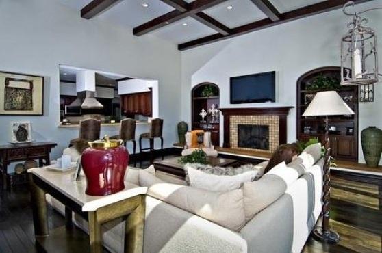 bieber18 - Justin Bieber Buys Home in Los Angeles