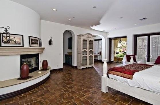 bieber3 - Justin Bieber Buys Home in Los Angeles