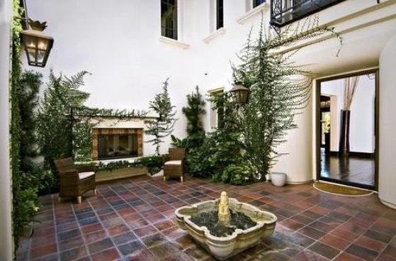 bieber7 - Justin Bieber Buys Home in Los Angeles