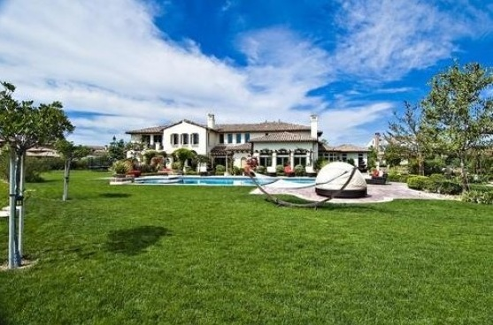 bieber8 - Justin Bieber Buys Home in Los Angeles