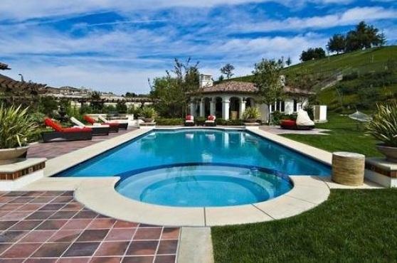 bieber9 - Justin Bieber Buys Home in Los Angeles