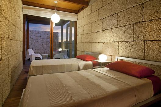 bioclimatic house 7 - Bioclimatic Dwelling in Tenerife by Ruiz Larrea y Asociados