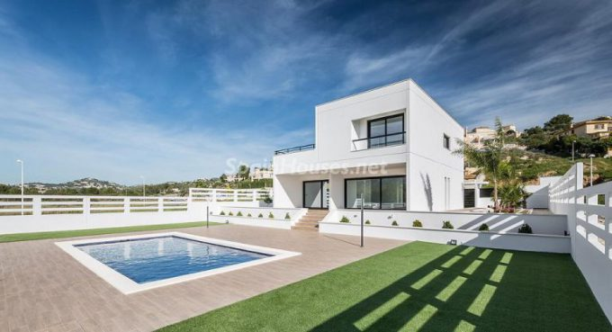 calpe alicante 4 768x417 e1463386756659 - 5 Minimalist Homes in Spain for Sale or to Rent