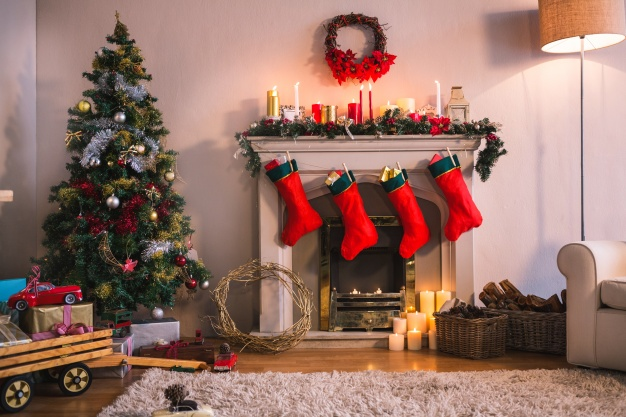 chimenea calcetines rojos colgando arbol navidad 1252 402 - How to decorate the fireplace at Christmas