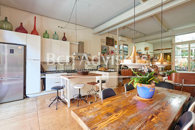 cocina barcelona 1 - This spacious flat with a swimming pool in Barcelona is ideal for relaxing and enjoying the city