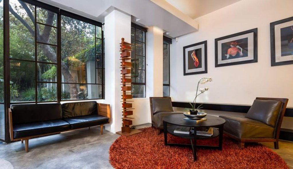 diane keaton2 kJKB 1560x900@abc 1024x591 - Diane Keaton puts her mansion for sale