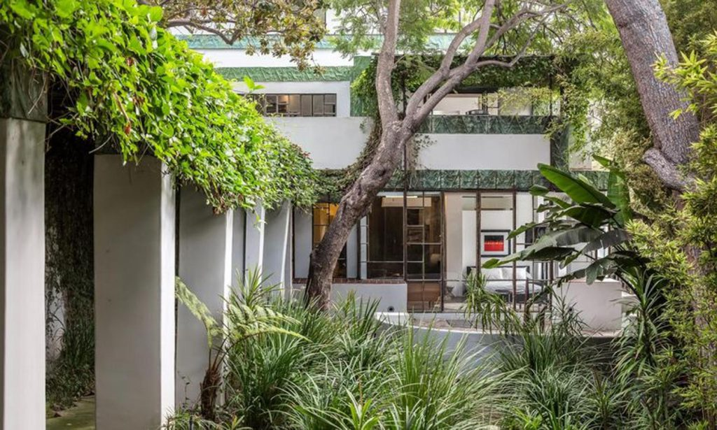 diane keaton7 kJKB 1499x900@abc 1024x615 - Diane Keaton puts her mansion for sale