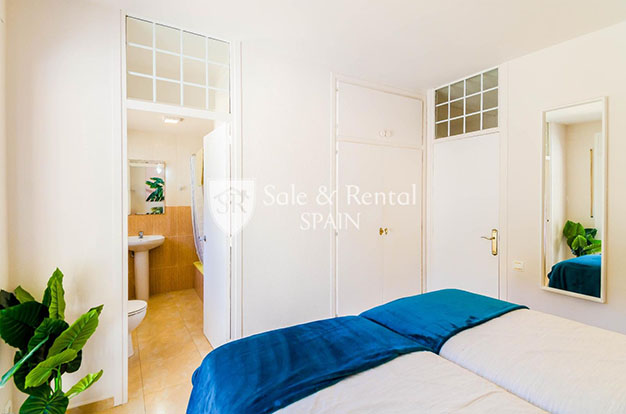 dormitorio con bano chalet con piscina en Gerona - Fantastic villa with pool in Girona: a dream come true