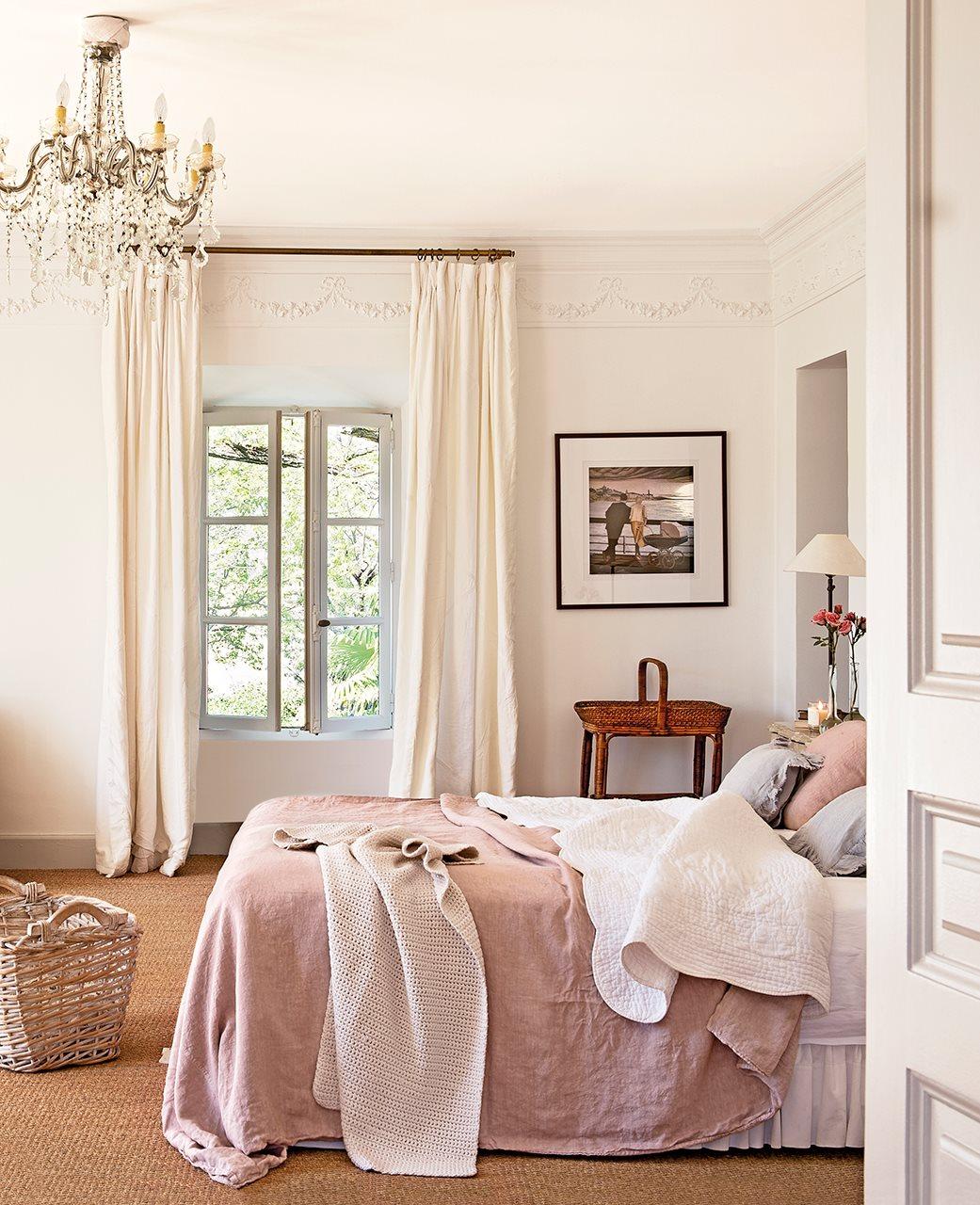 dormitorio con lampara de arana y suelo enmoquetado 1041x1280 - La Ferme du Bon Dieu: A farm converted into a house which holds a love story
