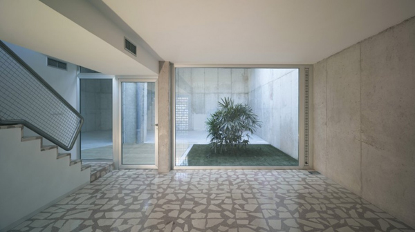eclectic house design concrete steel mirror 6 - Modern Concrete House in Murcia