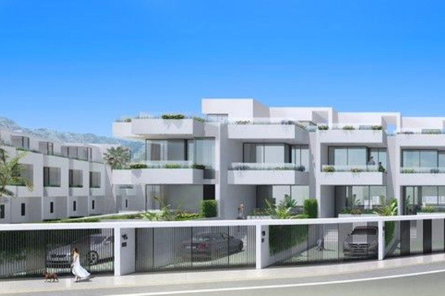 garajes - Spectacular semi-detached home in Fuengirola: top-of-the-line quality, terraces, and a garden