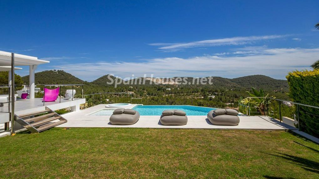 "house for sale in Ibiza e1493029375849 - Spain's ""golden visa"" scheme brings in €2.16 billion in first three years"