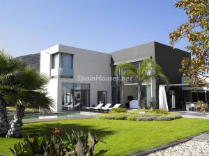 house for sale in Sant Josep de Sa Talaia 300x225 - Residential sales in Spain record highest growth since January 2013