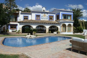 house in Alicante 300x199 - Thanks to a fall in prices, many savers are opting to buy houses outright
