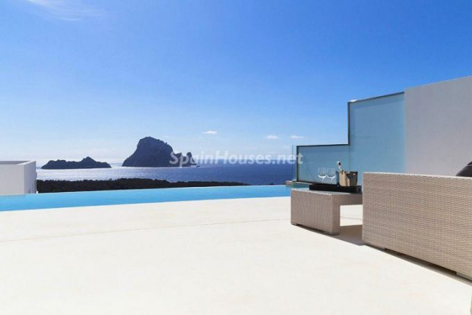 ibiza baleares esvedra 768x512 e1463386679349 - 5 Minimalist Homes in Spain for Sale or to Rent