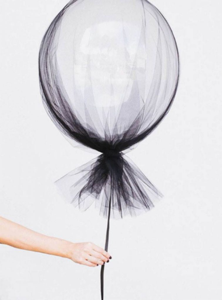 ideas de halloween para decorar globo vestido de gasa 2b25caf1 800x1084 756x1024 - Chic and stylish Halloween decoration