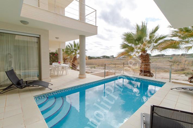 imagen portada - This luxury villa next to the sea in Alicante is going to be your dream home