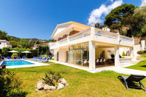 Fantastic villa with pool in Girona: a dream come true