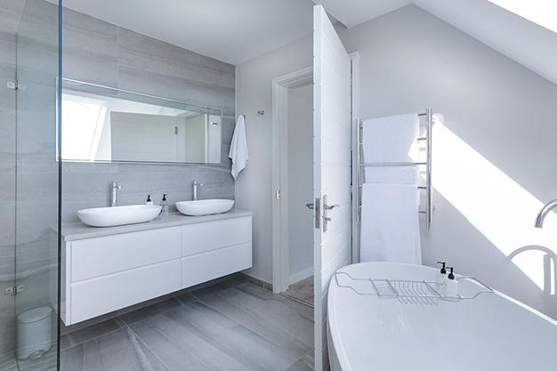 instalaciones bano - Bathroom renovation: where to spend to make it worthwhile
