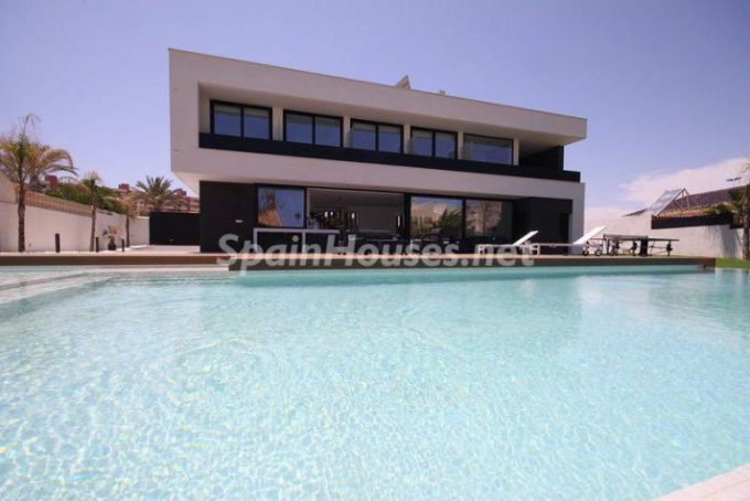 lamangadelmarmenor murcia 2 768x513 e1463386730498 - 5 Minimalist Homes in Spain for Sale or to Rent