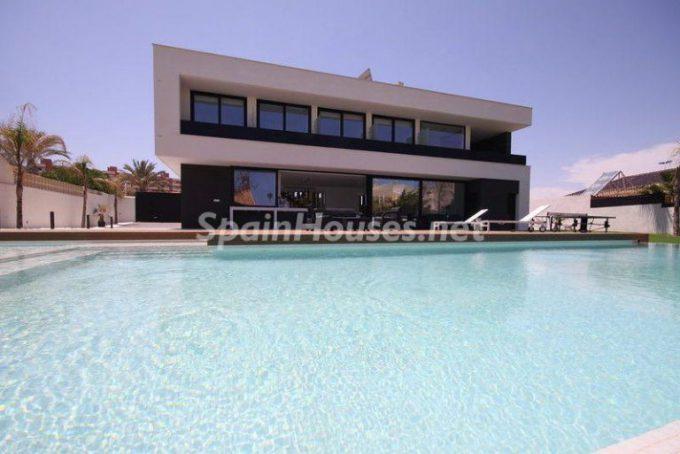 lamangadelmarmenor murcia 2 768x513 e1463386730498 - 5 Minimalist Homes in Spain for Sale or to Rent
