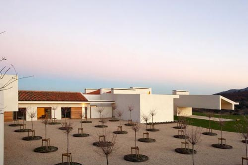 mountain house design landscape2 - Modern Mountain House in Ávila, Spain