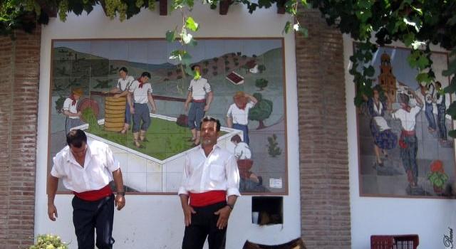 noche del vino en competa casas rurales competa celebraciones 640x350 - The best feasts to visit Andalusia in Summer 2018
