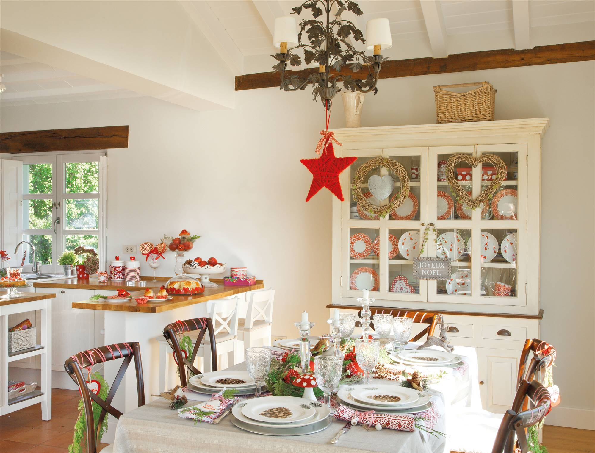 ok 00330323 a1cbc051 2000x1522 - Tips to decorate the table at Christmas