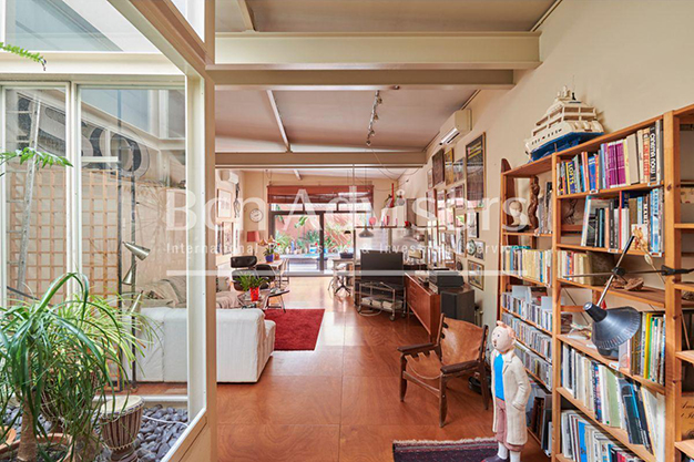 patio interior - This spacious flat with a swimming pool in Barcelona is ideal for relaxing and enjoying the city