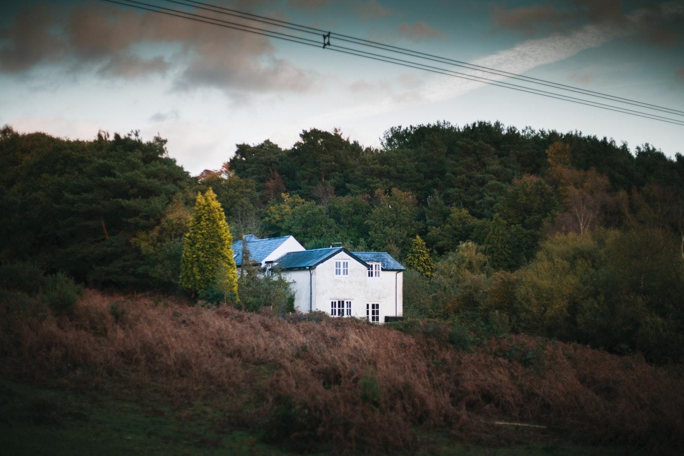 photo 1541330239740 da76383f64e0 - 6 houses to enjoy this autumn