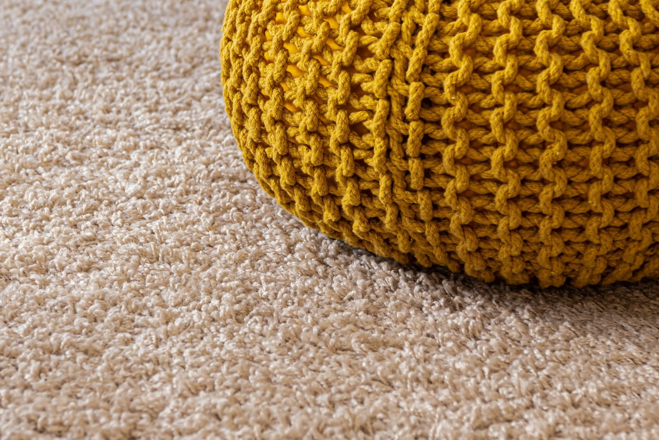 photo 1558944351 3f79926e74ef - Carpets: How to choose them and how to place them