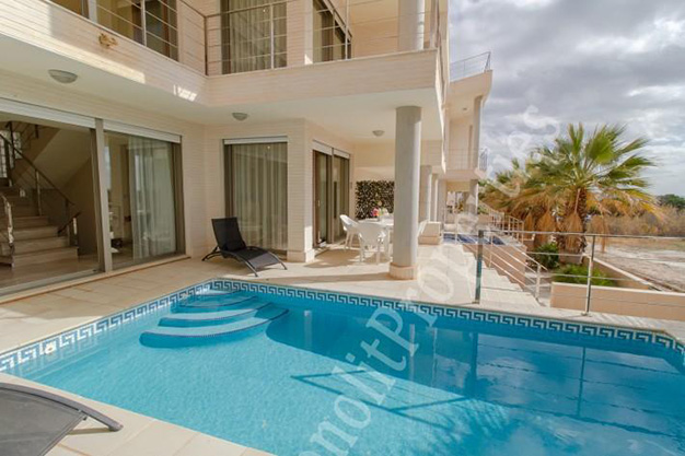 piscina 7 - This luxury villa next to the sea in Alicante is going to be your dream home