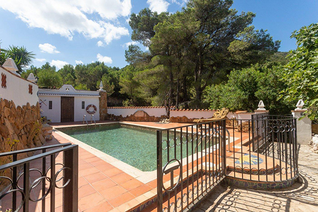 piscina valencia - Discover this incredible luxury villa in Valencia, with architecture inspired by Gaudí and 100% ecological