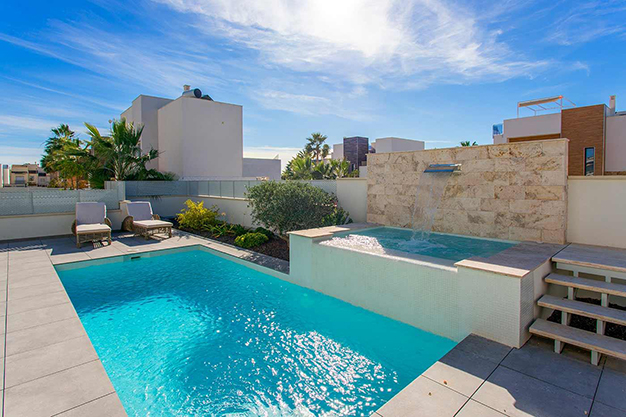 piscina y jacuzzi - Beach home with top quality features in Alicante
